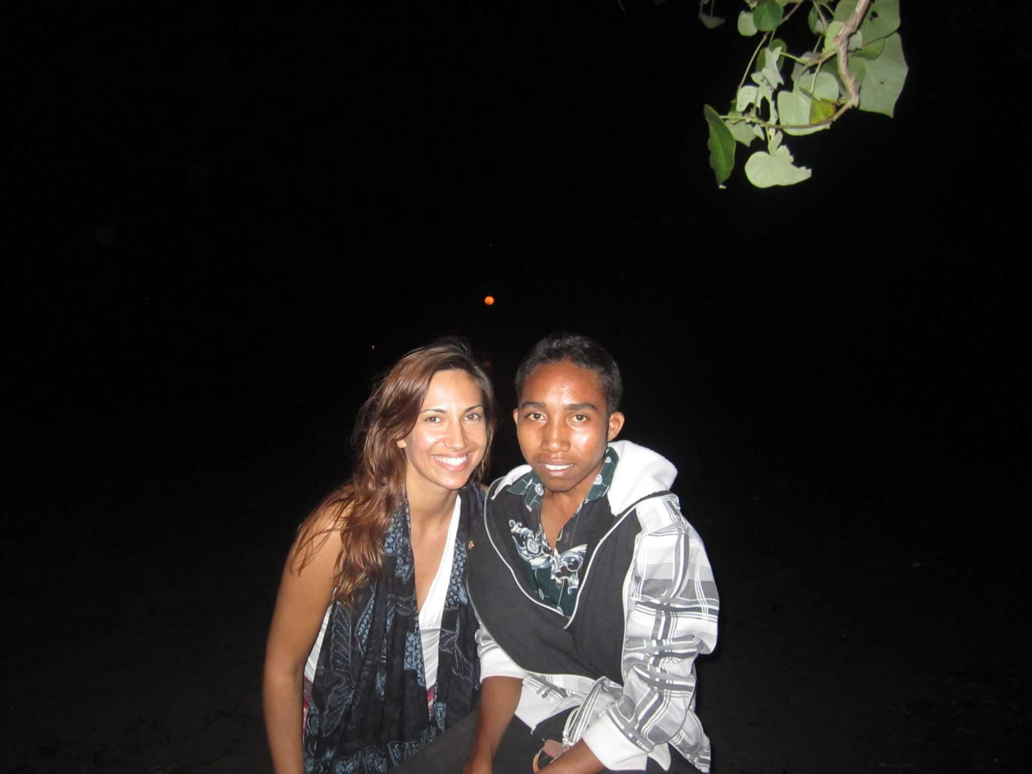 Em Ata£ro, com um timorense, Fernando de Ara£joIMG_1400